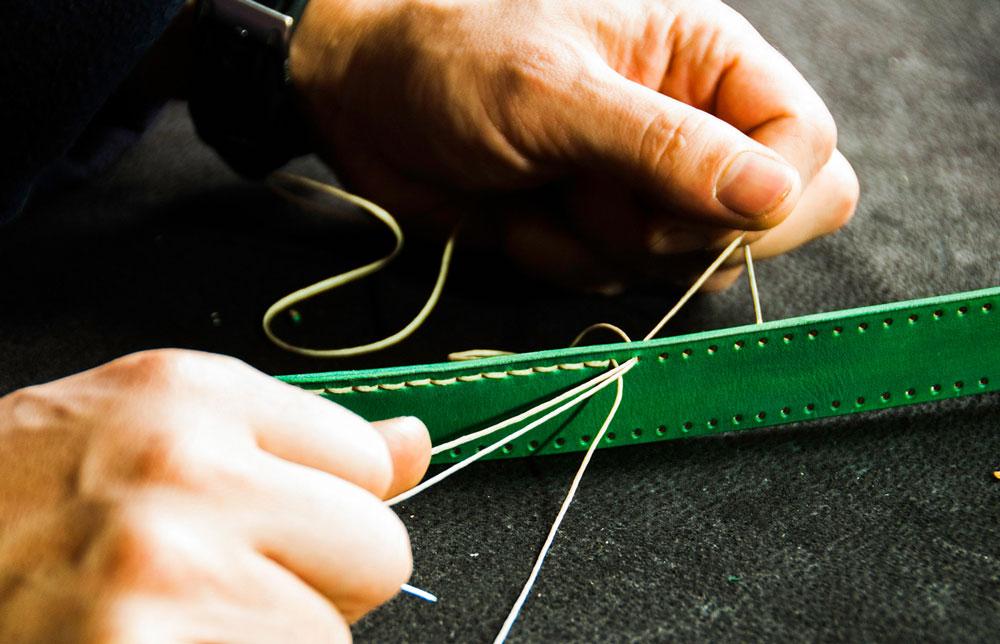 Toàn bộ đường kim mũi chỉ đều được làm bằng tay