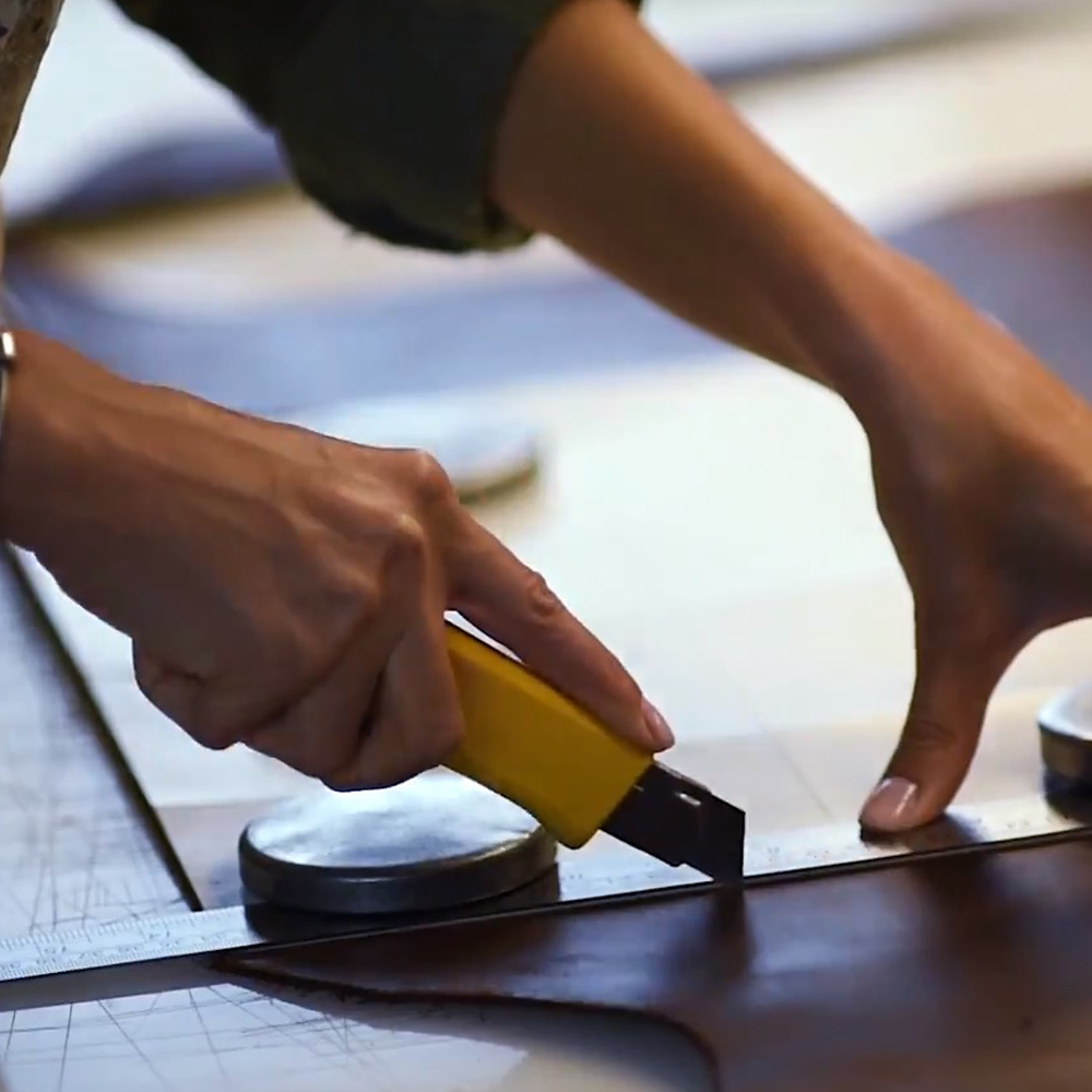 Dao dọc giấy sử dụng cắt da