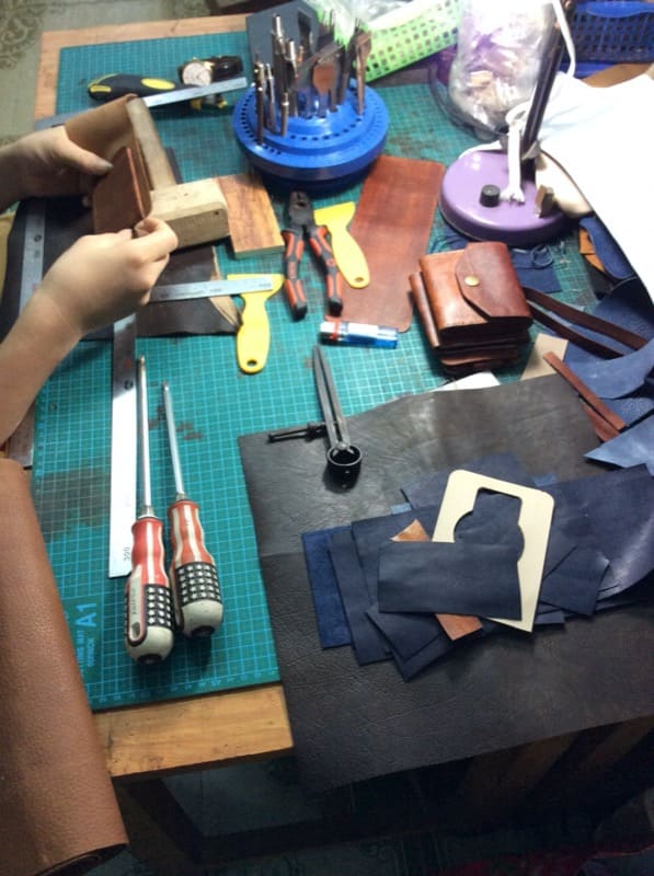 Sản xuất đồ da handmade tại xưởng