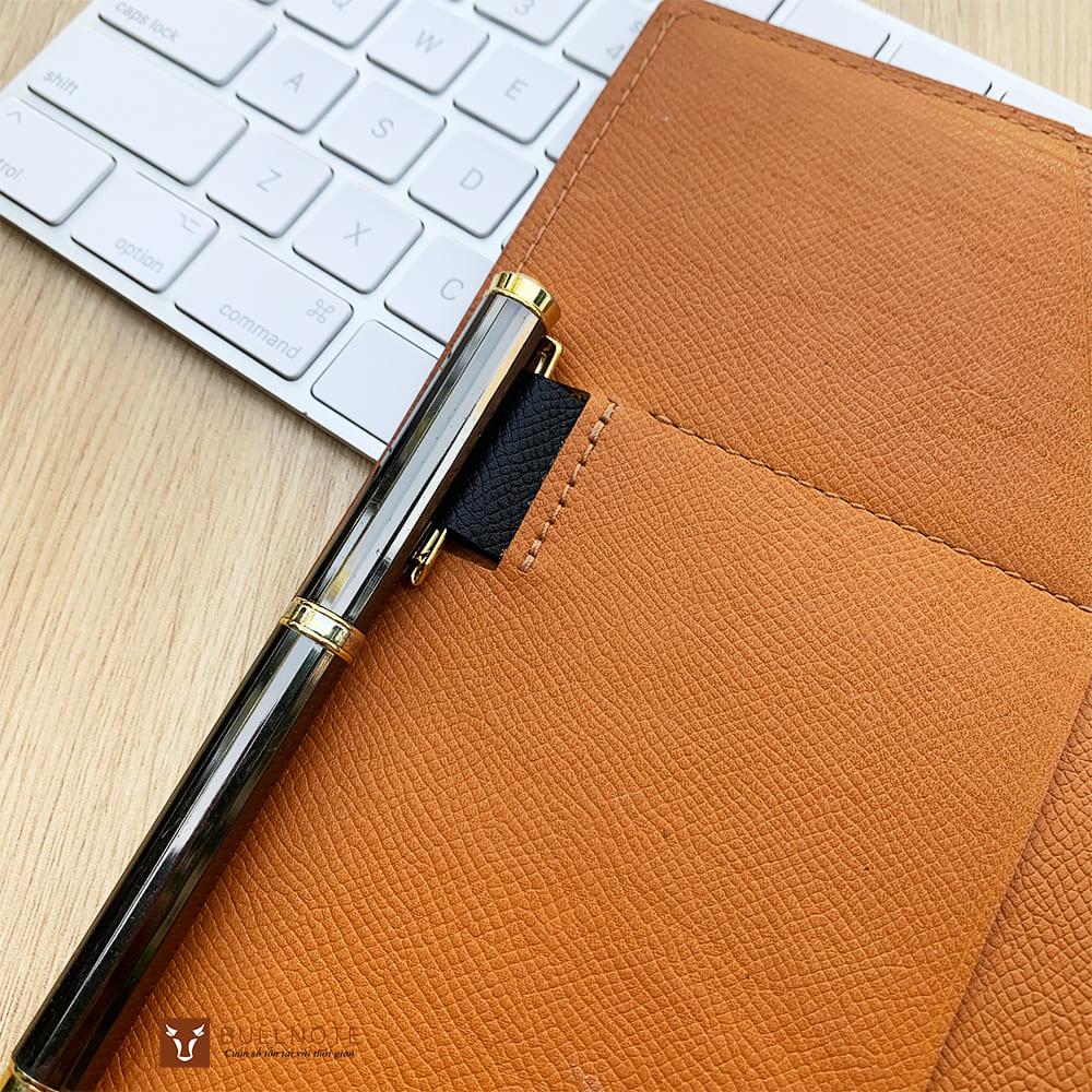 Quai cài bút trên sổ SC1 thiết kế chìm